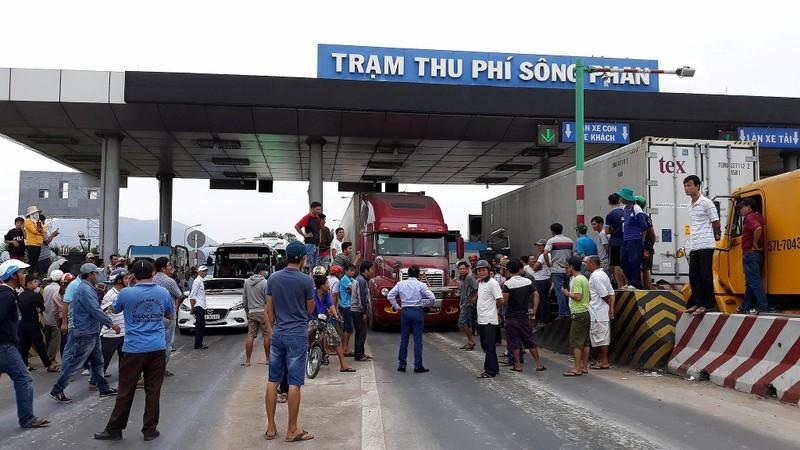 BOT Sông Phan lại 'thất thủ', đóng xả trạm liên tục - ảnh 3