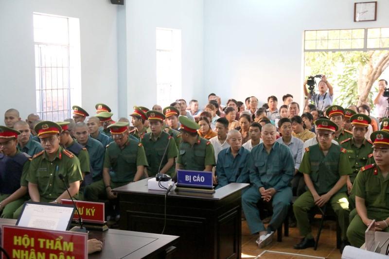 Phạt tù 30 bị cáo gây rối, đốt trụ sở UBND tỉnh Bình Thuận - ảnh 5