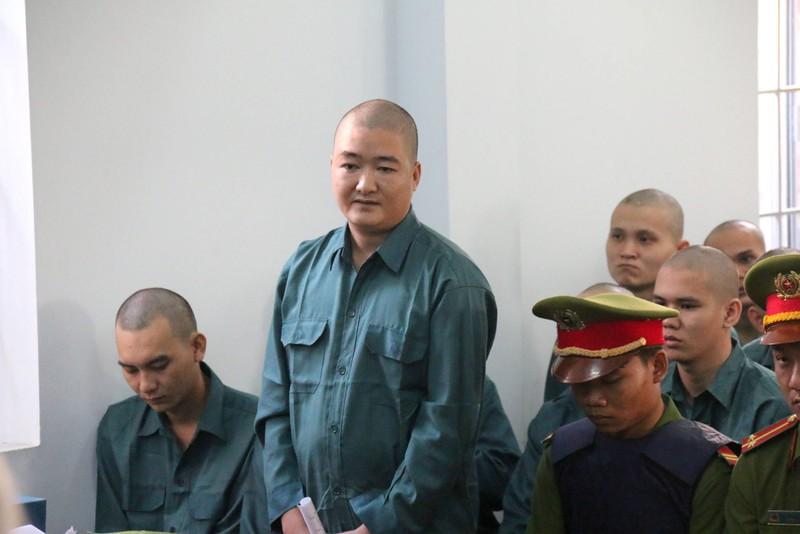 Phạt tù 30 bị cáo gây rối, đốt trụ sở UBND tỉnh Bình Thuận - ảnh 7