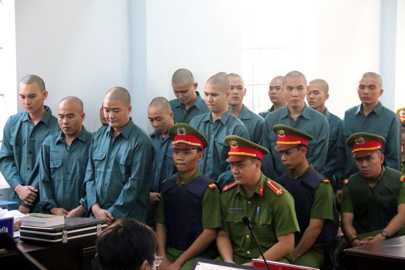 Phạt tù 30 bị cáo gây rối, đốt trụ sở UBND tỉnh Bình Thuận - ảnh 8