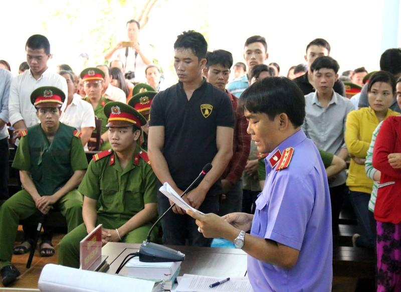 Phạt tù 30 bị cáo gây rối, đốt trụ sở UBND tỉnh Bình Thuận - ảnh 9