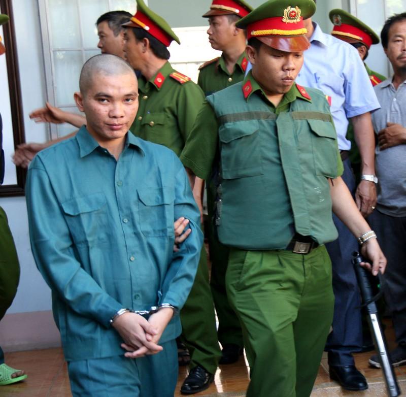 Phạt tù 30 bị cáo gây rối, đốt trụ sở UBND tỉnh Bình Thuận - ảnh 10