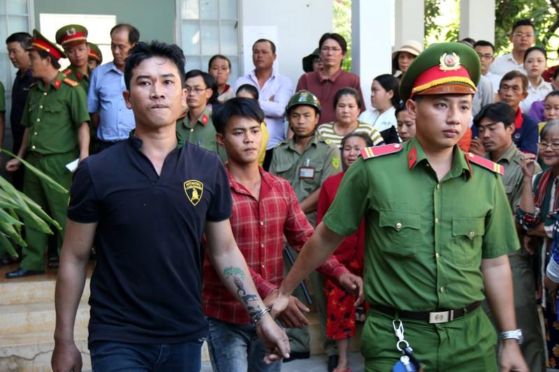 Phạt tù 30 bị cáo gây rối, đốt trụ sở UBND tỉnh Bình Thuận - ảnh 1
