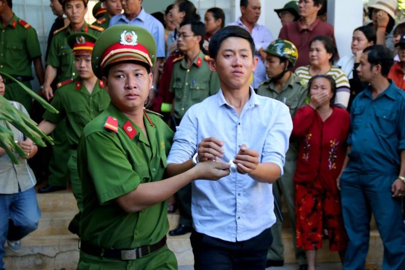 Phạt tù 30 bị cáo gây rối, đốt trụ sở UBND tỉnh Bình Thuận - ảnh 2