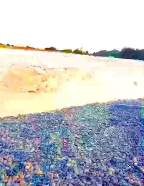 Buộc người bức tử bãi đá 7 màu dọn hiện trường - ảnh 1
