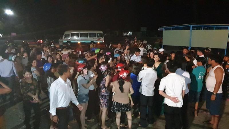 Nguyễn Cao Kỳ Duyên hát bằng loa kẹo kéo khi bị huỷ diễn - ảnh 5