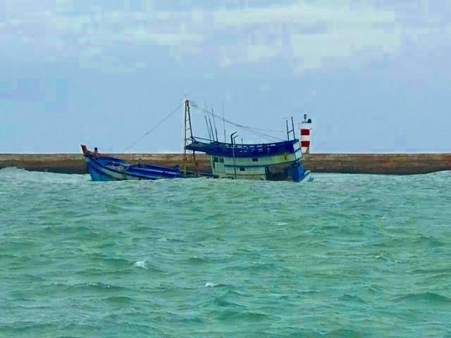 Thông tin mới nhất vụ tàu chở 70.000 lít dầu chìm ở Phú Quý - ảnh 1