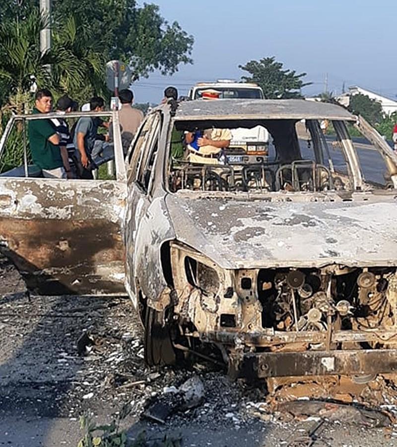 Xe Innova bốc cháy cạnh Trạm BOT Sông Phan - ảnh 1