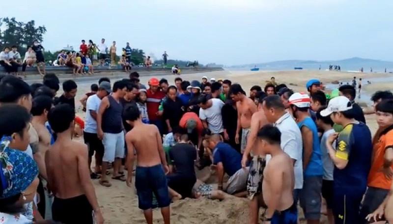 Thương tâm: 2 người chết đuối khi tắm biển do xoáy nước - ảnh 1