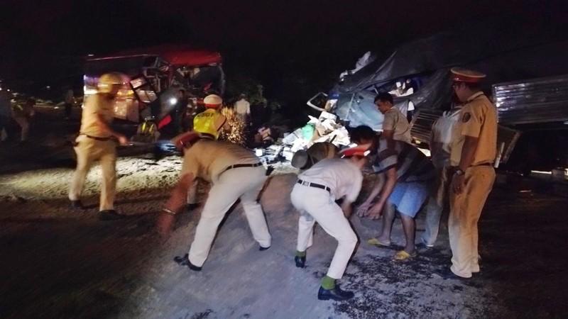 Xe khách đối đầu xe tải, 2 tài xế tử vong, 10 người bị thương - ảnh 3