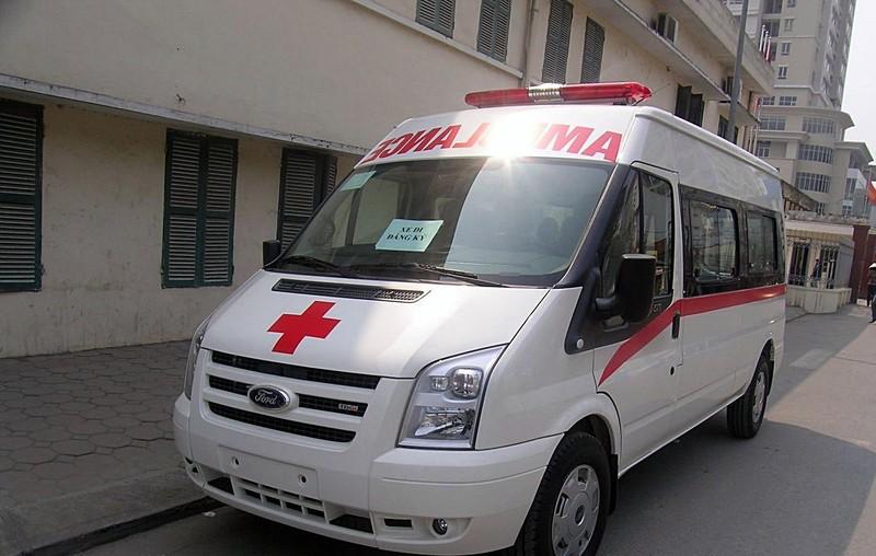 Xe cứu thương bỏ bệnh nhân giữa đường để đi đăng kiểm - ảnh 1