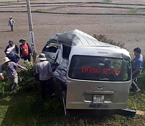 Tàu lửa tông xe trung chuyển khách 3 người thiệt mạng - ảnh 3