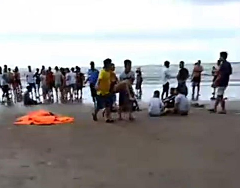 Tìm kiếm 2 du khách vụ nhiều người thương vong khi tắm biển - ảnh 1