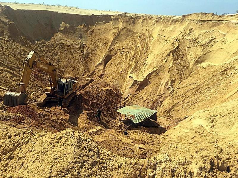 Sụp hố khai thác titan một công nhân thiệt mạng  - ảnh 3