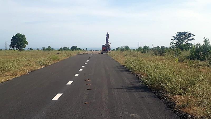 Gần 2 km đường nhựa 'mọc' trên đất nông nghiệp - ảnh 1