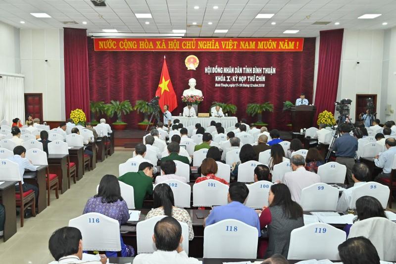 Chủ tịch tỉnh Bình Thuận yêu cầu 3 giám đốc sở xin lỗi dân - ảnh 4