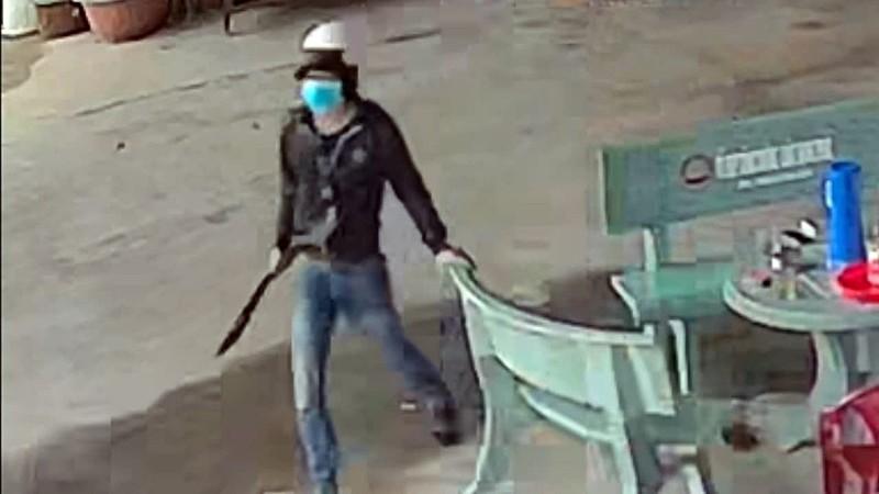 Giám định người bị nổ súng truy sát trước phòng công chứng - ảnh 2