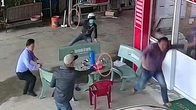 Giám định người bị nổ súng truy sát trước phòng công chứng - ảnh 1
