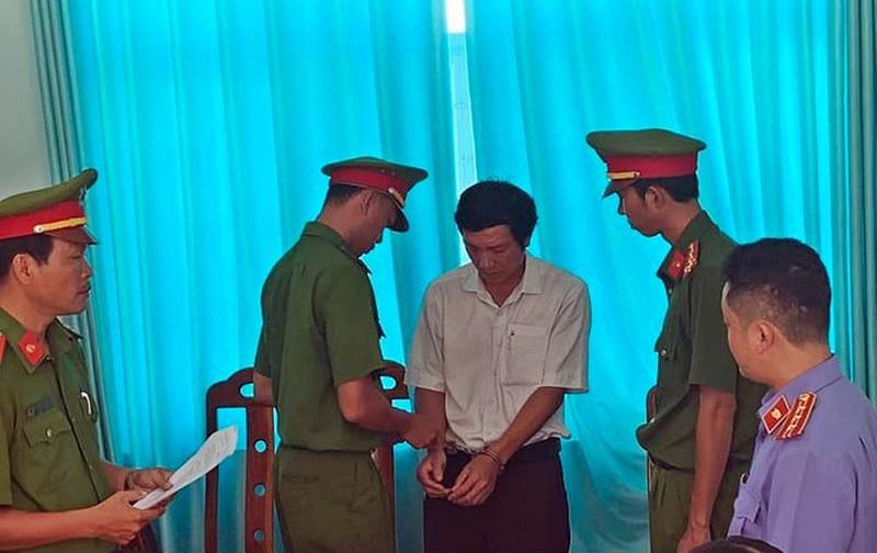 Cách hết chức vụ đảng nguyên GĐ Văn phòng đất đai Bình Thuận - ảnh 1