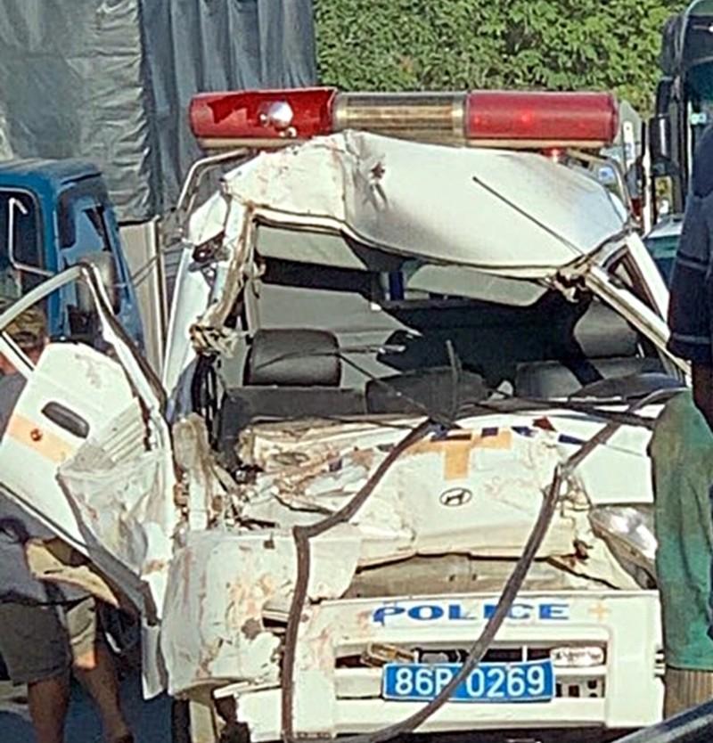 Xe cứu thương trại giam gặp tai nạn, 3 người bị thương - ảnh 1