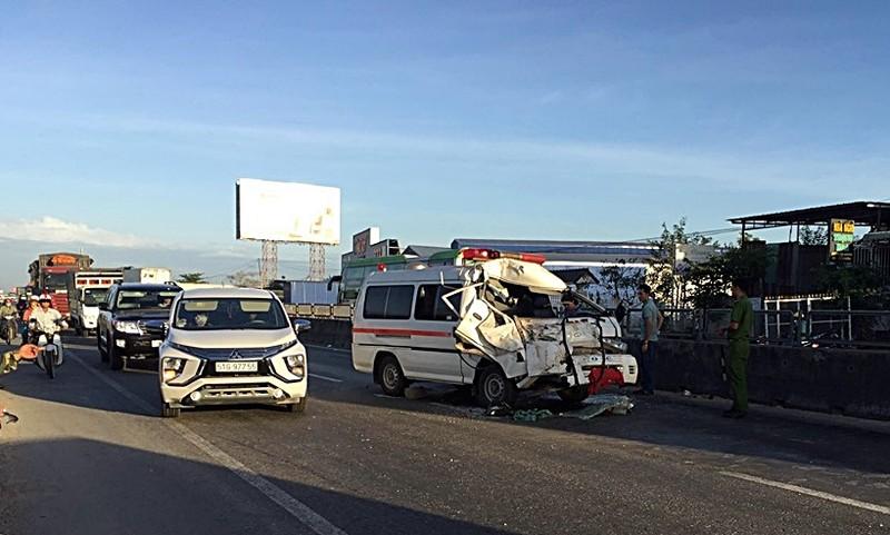 Xe cứu thương trại giam gặp tai nạn, 3 người bị thương - ảnh 2