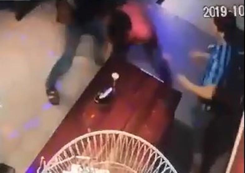 Khởi tố kẻ đâm trọng thương chủ quán karaoke Thế kỷ 21 - ảnh 1