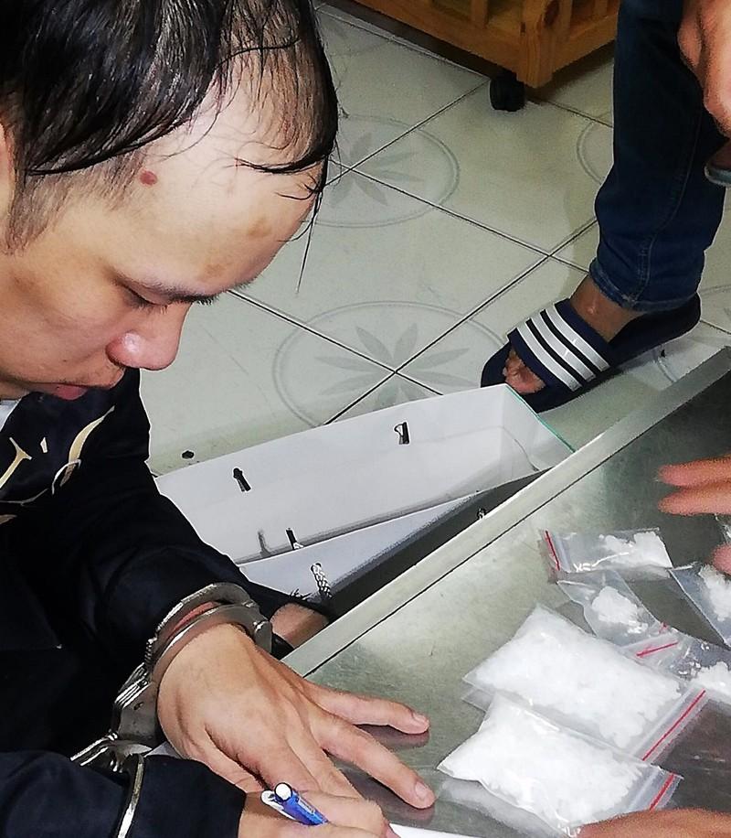 Bắt giữ Phương 'heo', chặn tiệc 'sinh nhật bay' ở Phan Thiết  - ảnh 1