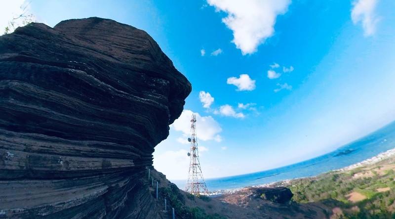 Tạm ngưng đón khách du lịch ra đảo Phú Quý - ảnh 2