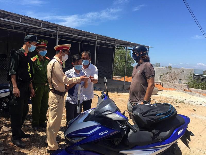 Bình Thuận lập 8 chốt chống dịch trên quốc lộ, tỉnh lộ - ảnh 1
