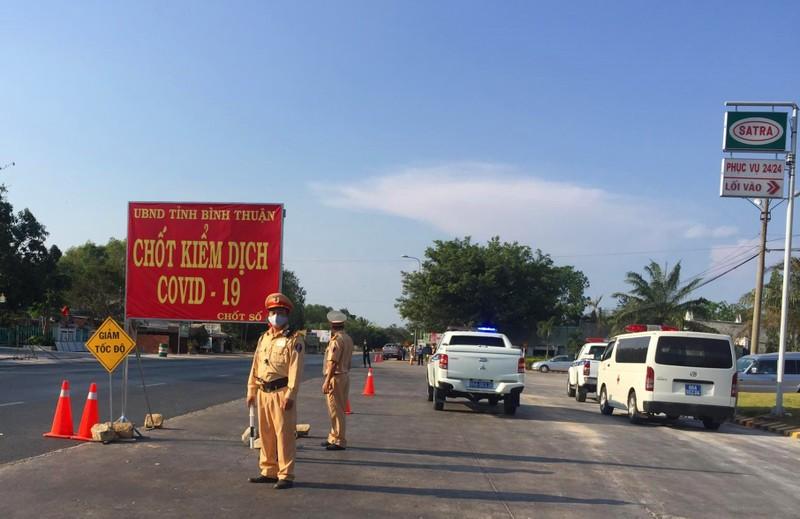 Thu hồi phù hiệu, biển hiệu xe khách, taxi trên toàn quốc - ảnh 1