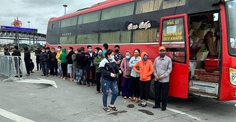 Bình Thuận thông tin xe khách chở 30 người bị CSGT Hà Nội giữ - ảnh 1