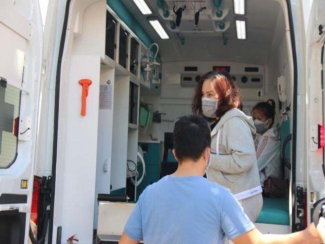 Bệnh nhân 34 cùng chồng con, con dâu, cháu được xuất viện - ảnh 2