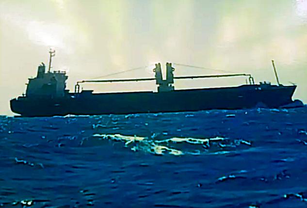 Tàu Philippines đâm chìm tàu cá Việt Nam trên biển - ảnh 1