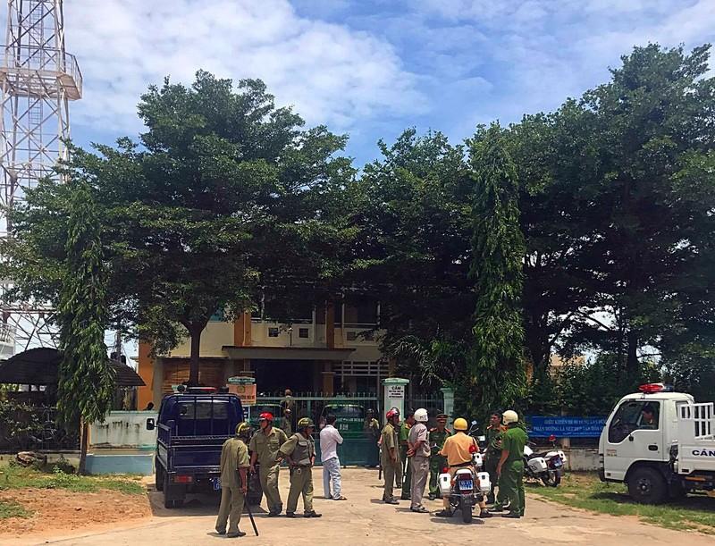 2 vợ chồng Nữ, Đoàn chửi tòa Bình Thuận trên Facebook là ai? - ảnh 2