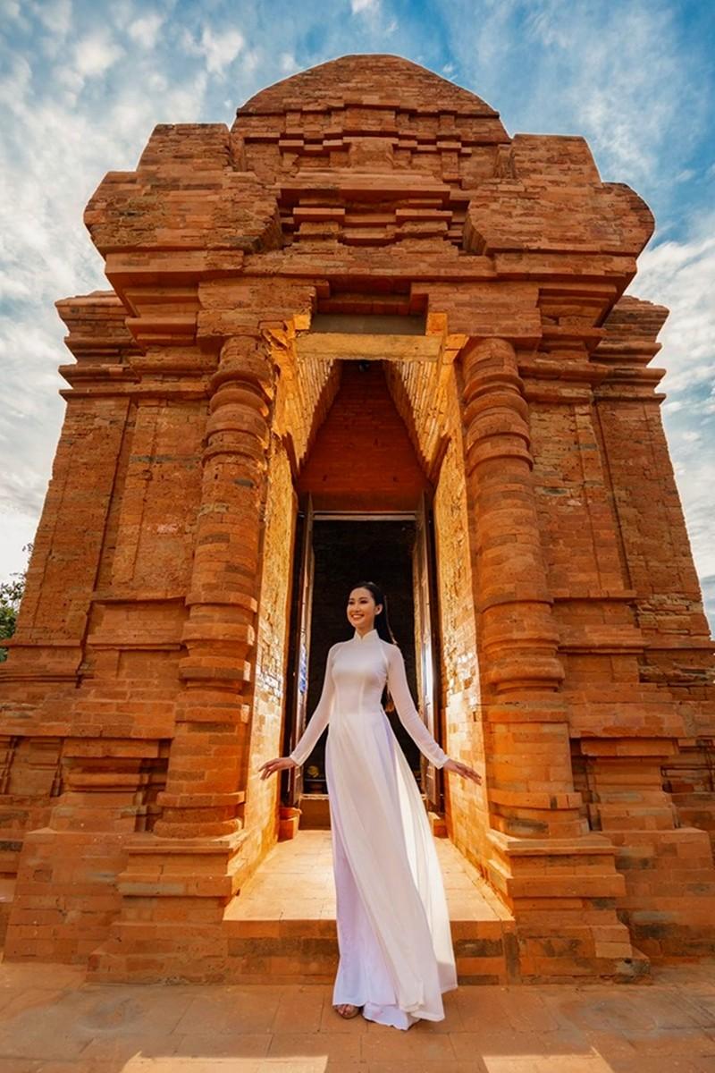 Cô gái trồng thanh long tham dự cuộc thi hoa hậu quốc tế - ảnh 10