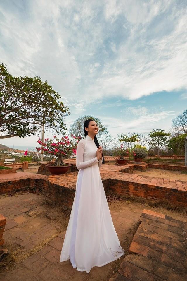 Cô gái trồng thanh long tham dự cuộc thi hoa hậu quốc tế - ảnh 9