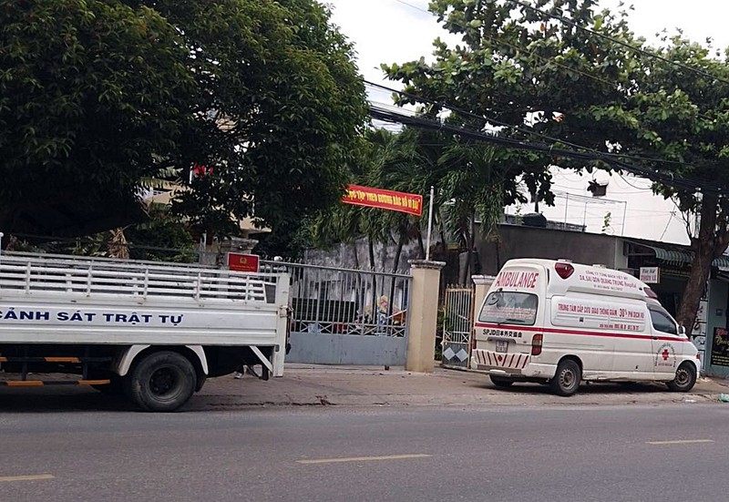 Xe cấp cứu hú còi đòi nợ, cả chung cư tưởng bị cách ly - ảnh 3