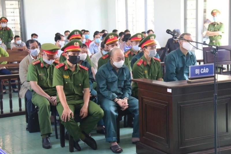 Cựu chủ tịch, phó chủ tịch Phan Thiết đối diện án tù - ảnh 1