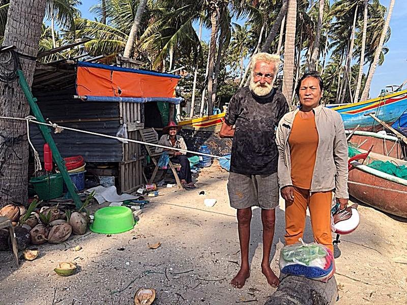 Ông Tây trong căn chòi rách và ngư dân nghèo Mũi Né - ảnh 3