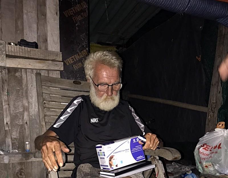 Nhiều người giúp đỡ ông Tây trong căn chòi ở Mũi Né - ảnh 2