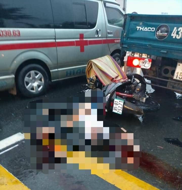 Xe máy tông vào đuôi xe tải đang dừng, 2 thanh niên  tử vong  - ảnh 1