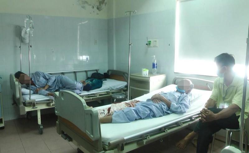 Bình Thuận: 10 người nhập viện cấp cứu sau khi ăn cá hồng - ảnh 1