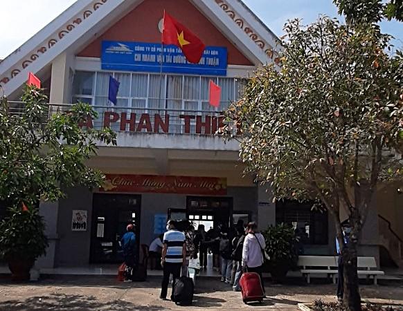 Bình Thuận kiểm tra y tế gần 20 ngàn người tại bến xe, nhà ga - ảnh 1