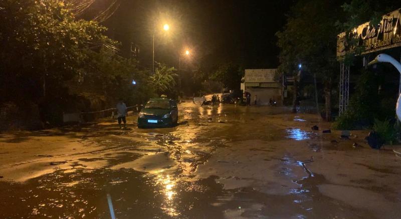 Bình Thuận: Lũ cát đỏ vùi ô tô, gây ách tắc giao thông - ảnh 9