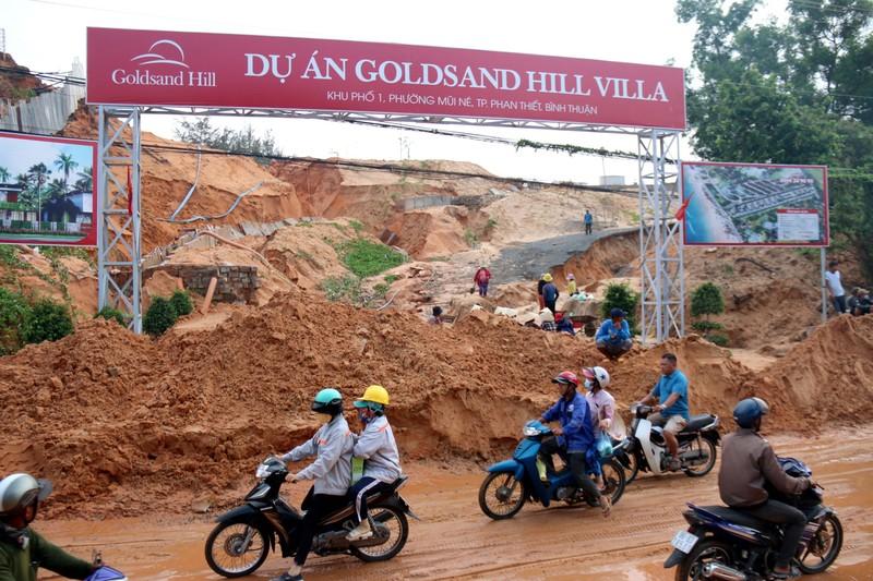 Bình Thuận: Lũ cát đỏ vùi ô tô, gây ách tắc giao thông - ảnh 5