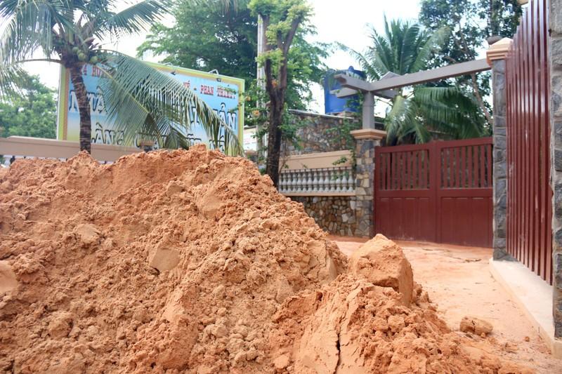 Bình Thuận: Lũ cát đỏ vùi ô tô, gây ách tắc giao thông - ảnh 6