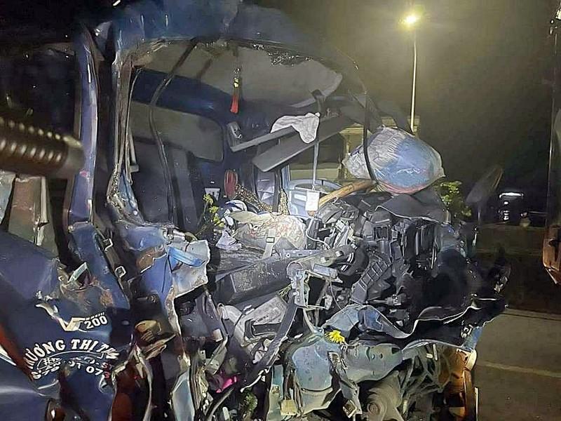 Ô tô tải tông đuôi xe chạy cùng chiều ở Bình Thuận, phụ xe tử vong  - ảnh 1