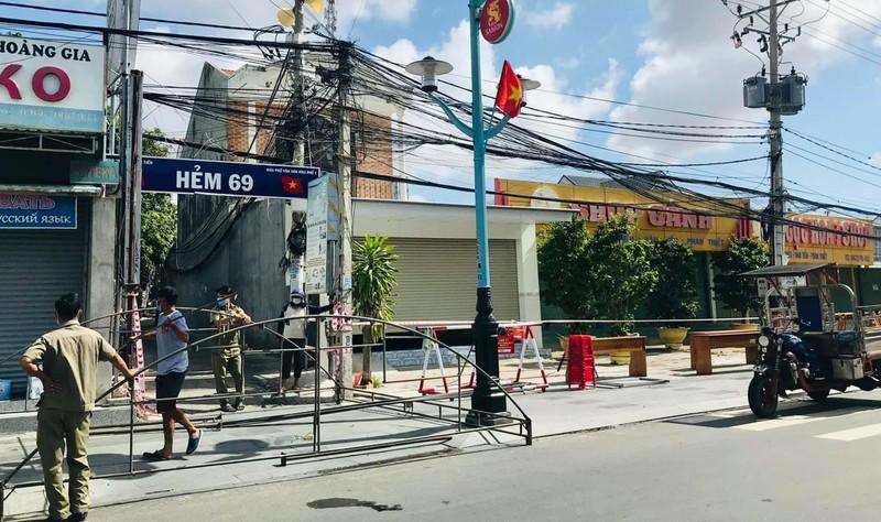 Bình Thuận: Phong tỏa một con hẻm ở Phan Thiết có nhiều ca nghi nhiễm COVID-19 - ảnh 1