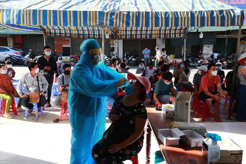 Bệnh nhân mắc COVID-19 đầu tiên ở Bình Thuận tử vong - ảnh 1