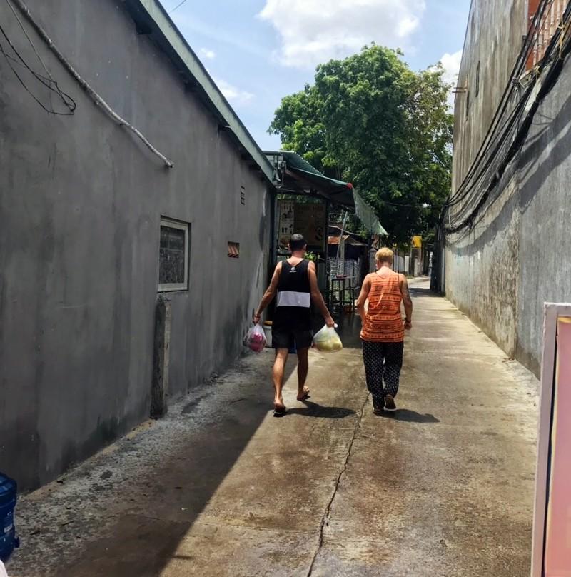 Bình Thuận: Tặng gạo, rau củ cho 36 người nước ngoài ở trong khu phong tỏa - ảnh 9
